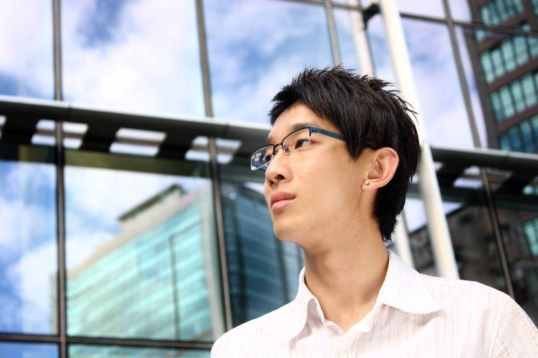 想調查在韓國學習韓語的兒子,擔心的父母前來委託