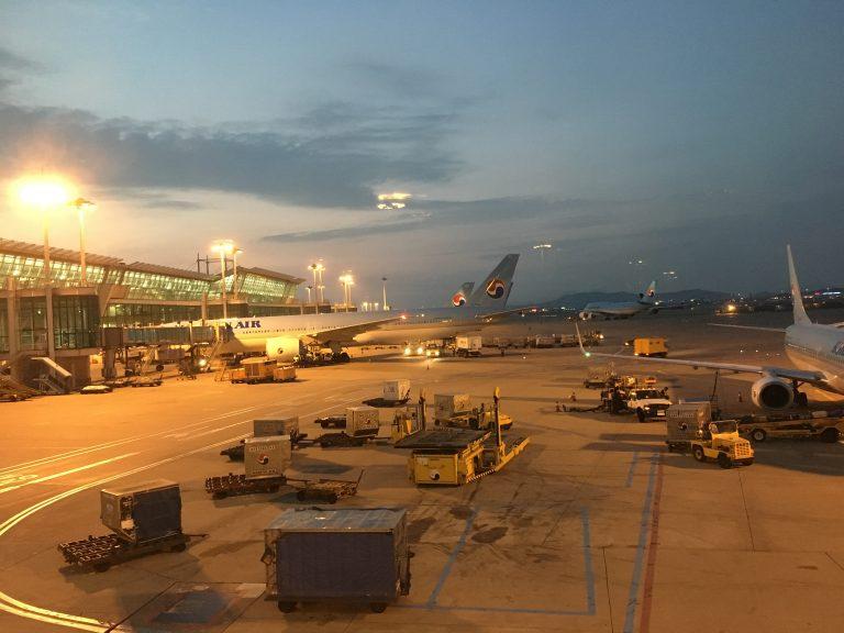 從成田機場到仁川機場,調查員同機進行調查